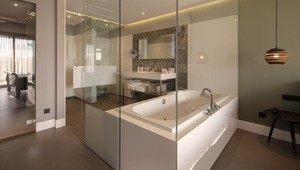 Open bathroom East Suite | Van der Valk Hotel Sassenheim