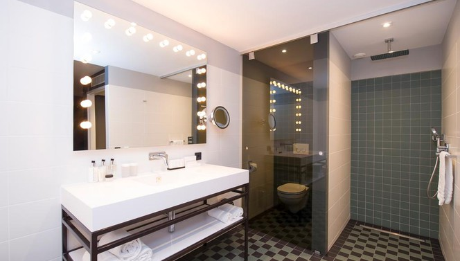 Open bathroom West Suite | Van der Valk Hotel Sassenheim